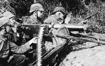 WW I German soldiers with their killing machine - Maxim MG08