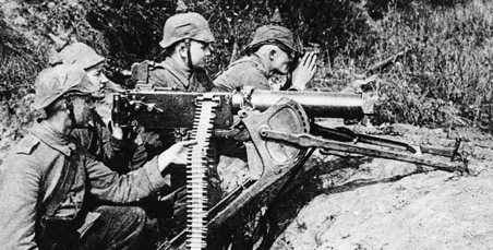 WW I German soldiers with their killing machine - Maxim MG08